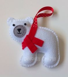 Christmas Polar Bear Felt Hanging Decoration, Ornament ours polaire en feutrine Felt Christmas Decorations, Felt Christmas Ornaments, Christmas Projects, Holiday Crafts, Felt Projects, Knitting Projects, Homemade Christmas, Christmas Crafts, Christmas Activities