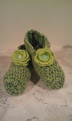 Green slippers Green houseshoes Womens by JANSONESTOPSHOP on Etsy, $27.50
