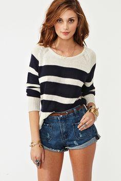 sweater, bella la modelo y bonito el atuendo