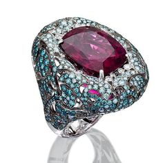 Stunning creations such as this @palmierojewellery Captured Stones ring are currently on display at Vicenzaoro Fall