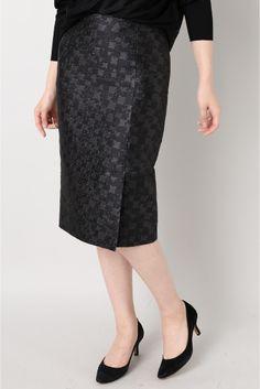 CANEPA JQタイトスカート  CANEPA JQタイトスカート 25920 2016AW FIGARO Paris シックな千鳥柄のジャガードを使用したタイトスカート 適度なハリとボリューム感が足をキレイに見せてくれます 膝丈とラップデザインが大人の女性をよりエレガントに引き立てるデザイン オンオフ問わず活躍してくれキレイめのジャケットとも好相性です 取り扱いについては商品についている品質表示でご確認ください モデルサイズ:身長:168cm バスト:80cm ウェスト:59cm ヒップ:87cm 着用サイズ:36