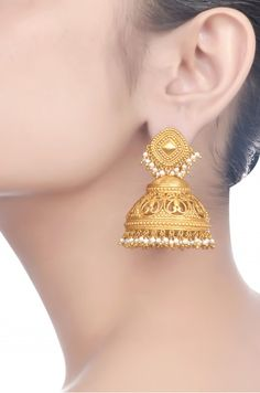 Gold And Silver Earrings Gold Jhumka Earrings, Gold Earrings Designs, Gold Jewellery Design, Silver Jewelry, Indian Earrings, Indian Wedding Jewelry, Indian Jewelry, Bridal Jewelry, Pendant Jewelry