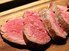 Una dieta rica en proteínas de origen animal es tan nociva para la salud como lo es el tabaco http://www.guiasdemujer.es/st/dietas/Una-dieta-rica-en-proteinas-de-origen-animal-es-tan-nociva-para-la-sal-4611