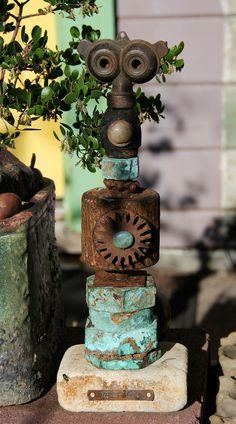 If you were looking for (metal garden art), take a look below Rusty Garden, Garden Junk, Garden Pallet, Moss Garden, Herb Garden, Metal Yard Art, Scrap Metal Art, Sculpture Metal, Garden Totems