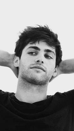 Handsome and very yummy Alec Lightwood, Alec And Jace, Shadowhunters Malec, Matthew Daddario Shadowhunters, Poses For Men, Jason Todd, Male Photography, Shadow Hunters, Beautiful Boys