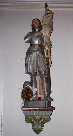 la statue de Jeanne d'Arc dans l'église Saint-Michel ' de Gignac-la-Nerthe'