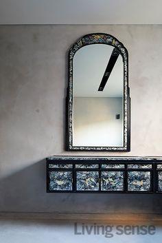 [BY 리빙센스] 인테리어 디자이너가 지은 집은 뭐가 다를까? 설계부터 시공, 감리에 이르기까지, 지난 1... Traditional Interior, Korean Traditional, Traditional Furniture, Game Room, Oversized Mirror, Living Spaces, Furniture Design, New Homes, House Design