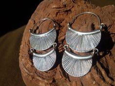 Pendientes etnicos artesanales de plata.