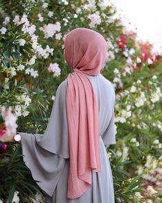 Islamic anime and hijab. Modest Fashion Hijab, Stylish Hijab, Hijab Chic, Muslim Fashion, Arab Girls Hijab, Muslim Girls, Muslim Couples, Mode Abaya, Mode Hijab