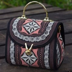 Up close with the Gusi Cutesy! It comes with a detachable and adjustable strap and it packs quite a bit in that pouch and its so darn cute! #bandabags #handcrafted #headturning #oneofakind #artistry #design #beauty #boho #vegan #chic #bags #purses #support #ethical #fashion #love #crueltyfree #accessories
