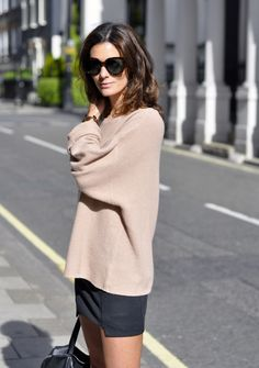 slouchy top. supersize shades.