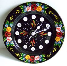 "Hand-painted 24 cm enameled steel ""Pie Dish"" wall clock in black by Carishei"