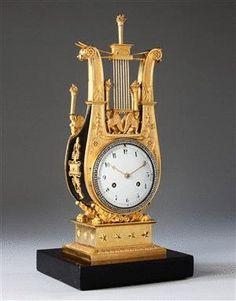 Un Reloj Charles X de mesa, dorado y negro (c. 1820 Francia)