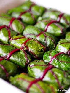 Smaczna Pyza: Gołąbki w liściach botwiny z sosem szczawiowym
