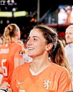Women's Football, Football Girls, Arsenal Ladies, Soccer Players, Feminine, Couple Photos, Cute, Sports, Training