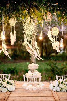Décoration pour un mariage boho / hippie chic -  Inspiration pour un mariage bohème. Les attrape-rêves