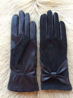Womens super soft Italian lambskin leather gloves. 2015 model . The top of the…