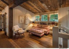 This beautiful mountain farmhouse design by Walton Architecture is located in the Martis Camp community of Truckee, California. Modern Rustic Homes, Rustic Contemporary, Small Room Design, Family Room Design, Sierra Nevada, Mountain Home Exterior, Mountain Style, Mountain Modern, Farmhouse Design