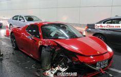 Destrozan un Ferrari 458 Spider chino dentro de un túnel - http://www.motoradictos.com/marcas/ferrari/destrozan-un-ferrari-458-spider-chino-dentro-de-un-tunel accidente, Ferrari 458 Italia, Ferrari 458 Spider