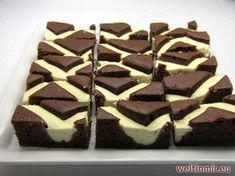 Simple and fine quark sheet cake that goes well with tea or breakfast coffee. Best Brownies, Chocolate Brownies, Chocolate Desserts, Chocolate Pastry, Pastry Recipes, Cake Recipes, German Bread, Baking Tins, Moist Cakes