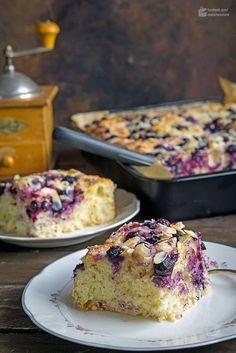 Butterkuchen mit Blaubeeren & Mandelblättchen   Madame Cuisine Rezept