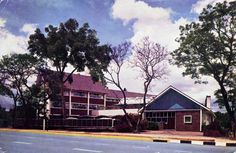 Rhodesia - The George Hotel, Avondale, Salisbury (now Harare, Zimbabwe) Old Pictures, Old Photos, The Good Old Days, The Good Place, Zimbabwe History, Victoria Falls, All Nature, Group Tours, Salisbury