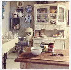 2smartminiatures kitchen - Chrysnbon hutch