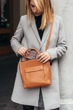 The perfect leather purse. Swiss Design, Hermes Kelly, Leather Purses, Shoulder Bag, Gift Ideas, Tote Bag, Christmas, Gifts, Bags