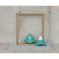 Original cojín con forma de hoja en color verde jade. Hecho en España.