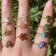 Wire Jewelry Designs, Handmade Wire Jewelry, Beaded Jewelry, Diy Wire Jewelry Rings, Handmade Rings, Jewelry Crafts, Diy Jewelry Necklace, Jewelry Patterns, Hippie Jewelry