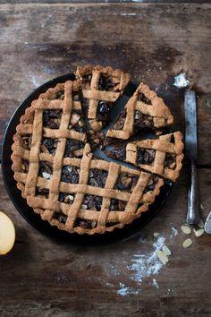 Crostata al farro con mele e frutta secca