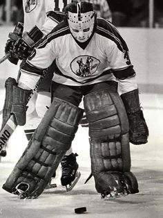 Peter McDuffe (30) and Dave Hudson (11) with the Kansas City Scouts.