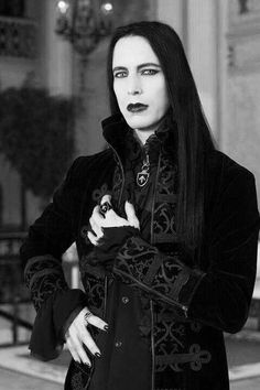 Top Gothic Fashion Tips To Keep You In Style. As trends change, and you age, be willing to alter your style so that you can always look your best. Consistently using good gothic fashion sense can help Dark Beauty, Gothic Beauty, Gothic Steampunk, Victorian Gothic, Gothic Art, Steam Punk, Gothic Mode, Goth Guys, Goth Men