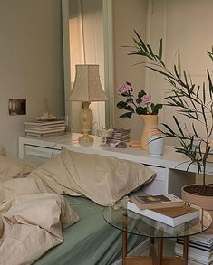 Room Design Bedroom, Room Ideas Bedroom, Bedroom Decor, Korean Bedroom Ideas, Bedroom Inspo, Minimalist Room, Pretty Room, Aesthetic Room Decor, Cool Rooms