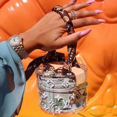 Stylish Trendy Handbags Ideas for 2020 Ropa Louis Vuitton, Pochette Louis Vuitton, Louis Vuitton Handbags, Handbags Michael Kors, Luxury Purses, Luxury Bags, Luxury Handbags, Big Bags, Cute Bags