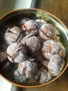 Comment ne pas craquer sur cette recette de petit gateaux au chocolat,tout simple à faire. c'est parti pour la recette Ingrédients 125gr de chocolat 100gr de farine 50 gr de sucre 25 gr de beurre 1 càc de levure 1 oeuf sucre glace Préparation Casser le...
