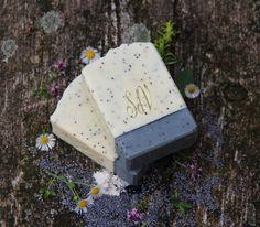 Bílý+jíl-+přírodní+peelingové+mýdlo+Peelingová+mýdla+jsou+ideální+pro+udržení+zdravého+vzhledupokožky+a+to+nejen+v+letních+měsících.+Jemně+prokrvují+a+aktivně+nám+pomáhají+zbavit+se+odumřelých+kožních+buněk.+Mýdlo+Bílý+jíl+patří+do+naší+série+jílových+peelingových+mýdel,+každé+z+nich+nečím+vyjímečné.+Bílý+jíl,+nebo+také+kaolin,+napomáhá... Bath Products, Handmade Soaps, Bath Salts, Butter Dish, Bath Bombs, Artisan, Soap, Bath Scrub, Craftsman
