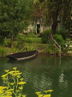 Green Venice. Coulon, Marais Poitevin. Poitou-Charentes. France.