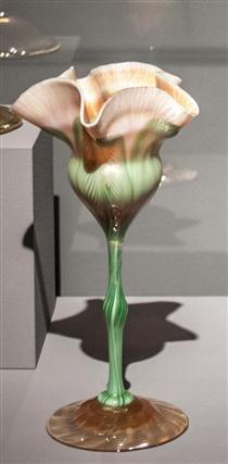 Blossoming flower-shaped decorative goblet - Louis Comfort Tiffany Louis Comfort Tiffany, Aesthetic Movement, Tiffany Glass, Hair Ornaments, Flower Shape, American Artists, Oil On Canvas, Art Nouveau, Design Art