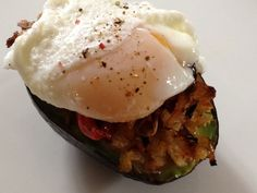 Gluten free Egg Topped Stuffed Avocado totally loved this! Perfect for a saturday morning with a green tea! Light Recipes, Egg Recipes, Paleo Recipes, Real Food Recipes, Recipies, Paleo Breakfast, Breakfast Recipes, Stuffed Avocado, Clean Eating