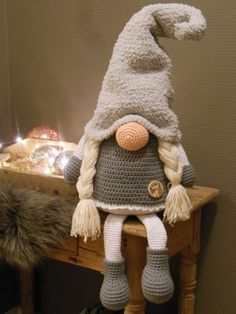 Tomte CAL van CuteDutch ♥ Made by mie ♥ - Handarbeit Crochet Christmas Ornaments, Christmas Crochet Patterns, Holiday Crochet, Christmas Gnome, Crochet Crafts, Crochet Dolls, Yarn Crafts, Crochet Projects, Diy And Crafts