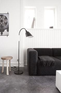 Jonas Bjerre-Poulsen lives here! - emmas  designbloggInspiratie beeld beton(look) vloer. Wist je dat molitli interieurmakers een innovatieve gietvloer van beton heeft geïntroduceerd in meerdere kleuren?  Stoere uitstraling, kwaliteit ook voor horeca & retail en vlekbestendig.
