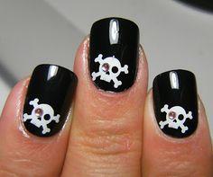 Bling Eye Skull Nails cute for Halloween Get Nails, How To Do Nails, Hair And Nails, Halloween Nail Designs, Halloween Nail Art, Scary Halloween, Halloween Ideas, Halloween Party, Pirate Nails