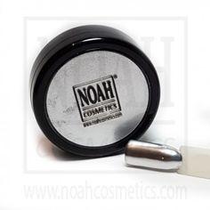 Pigmento colorato per unghie ideale per realizzare l'effetto cromato sulla ricostruzione.  http://www.noahcosmetics.com/pigmenti/1303-pigmento-colorato-cromato-argento.html