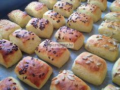 Burgonyás párnácskák Hot Dog Buns, Hot Dogs, Potatoes, Bread, Vegetables, Food, Meal, Potato, Essen