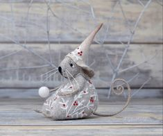 In spite of how busy I am this time of the year, I still try and find time for my needle felting passion. Mouse Crafts, Felt Crafts, Fabric Ornaments, Felt Ornaments, Needle Felted Animals, Felt Animals, Wet Felting, Needle Felting, Sock Snowman
