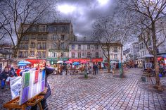 Empty now, the soon to be bustling Place du Tertre braces itself for the daily sell - caricatures and portraits - cappuccino and vin rouge. Westminster, Jigsaw Puzzles, Street View, France, Paris, Wednesday, English Monarchs, Venice Italy, Natural Playgrounds