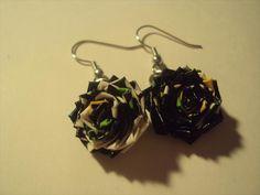 Items similar to How to make Earring Duct Tape Flowers - Dangles - Rose - Tutorial on Etsy Duct Tape Jewelry, Duct Tape Bracelets, Duct Tape Rose, Duct Tape Flowers, Duct Tape Projects, Duck Tape Crafts, Diy Design, Diy Rose, Tape Art