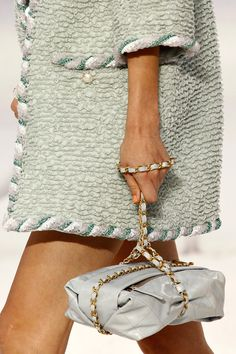 tinaschoices:    Chanel SPRING 2012 READY-TO-WEAR
