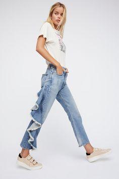 Citizens of Humanity Estella Side Ruffle Jeans Artisanats Denim, Denim Trends, Citizens Of Humanity, Wide Leg Jeans, Boho Outfits, Refashion, Denim Fashion, Balmain, Ideias Fashion